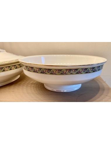 Dinerbord – ongemerkt (Boch of Nimy of Frans?) – decor van petrol vogeltjes op een tak