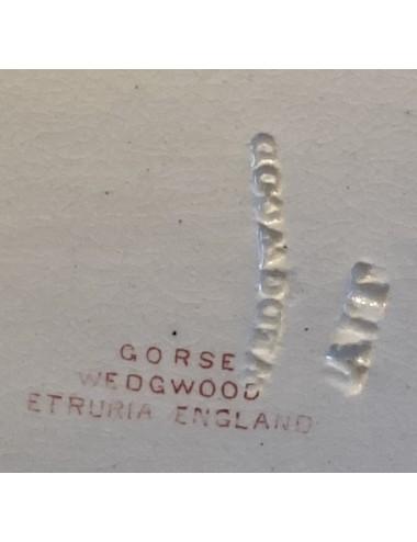 Melkkannetje - gebroken wit met bewerkt handvat en reliëf van wijnranken